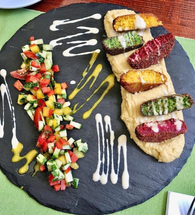 Home: Falafel mit Hummus und Salat