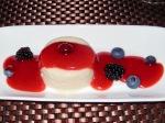 Rezepte: Süsses: Panna Cotta - vegan - mit Erdbeersoße und Beerendekoration