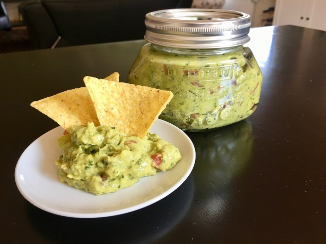Rezepte: Dips und Sossen: Guacamole im Glas und mit Tortilla Chips