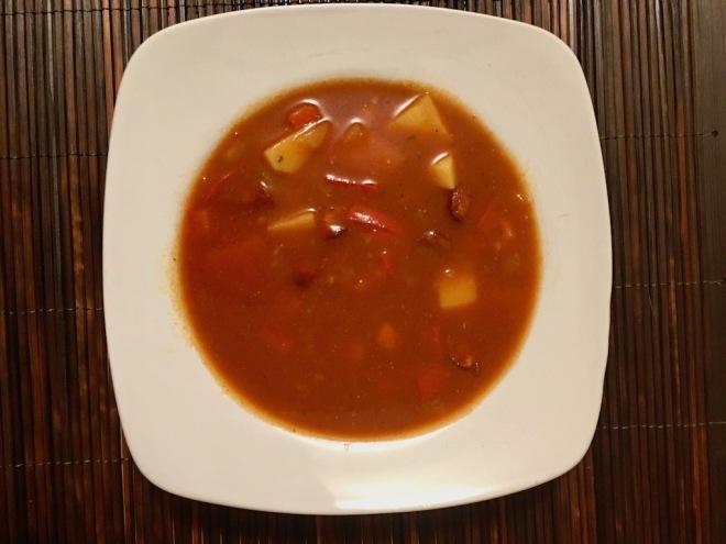 Rezepte: Suppen & Eintöpfe: Hispano-Serbischer Eintopf im Teller