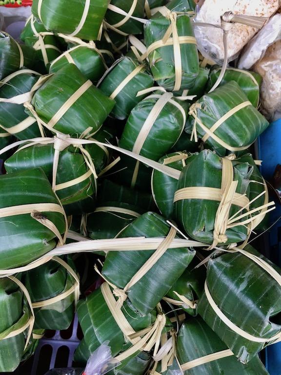 Tipps & Infos: Laotische Küche: In Bananenblätter eingewickelte Speisen