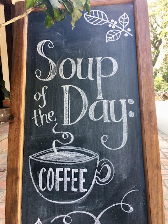Tipps & Infos: Laotische Küche: Tafel mit Schrift: Soup of the Day: Coffee
