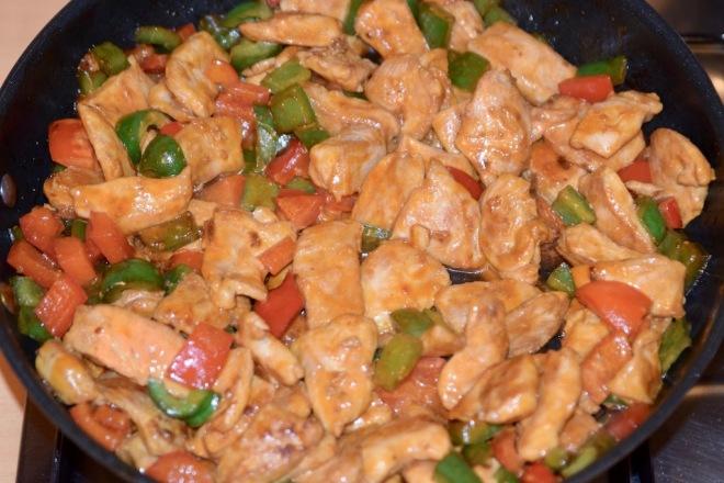 Rezepte: Hauptgerichte: Asiatisches Chili-Paprika-Hühnchen in der Pfanne