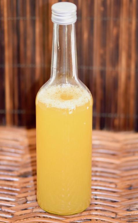 Rezepte: Smoothies & Getränke: Sirup für Limonade in einer Flasche