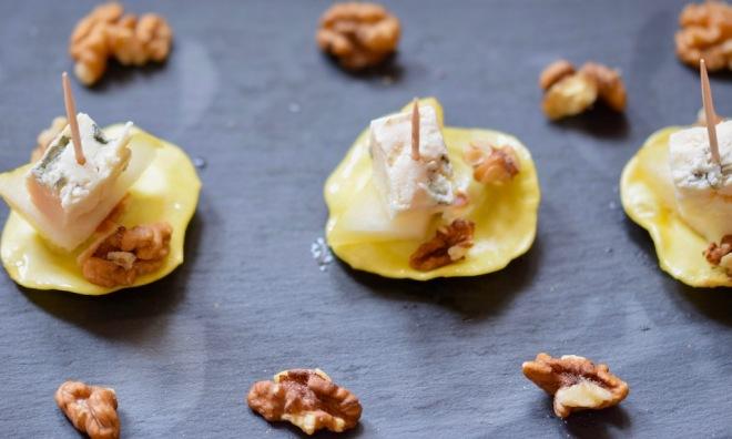 Rezepte: Kleinigkeiten: Maultaschen-Pintxos mit Birne, Roquefort und Walnusskernen