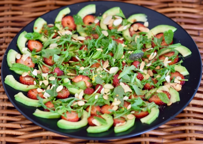 Rezepte: Salate & Dressings: Avocado-Erdbeer-Carpaccio