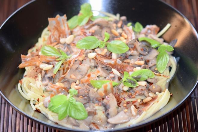 Rezepte: Hauptgerichte: Spaghetti mit Champignon-Sahne-Sauce - vegan