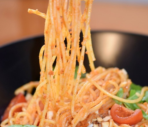 Rezepte: Hauptgerichte Spaghetti mit Haselnuss-Tomaten-Pesto