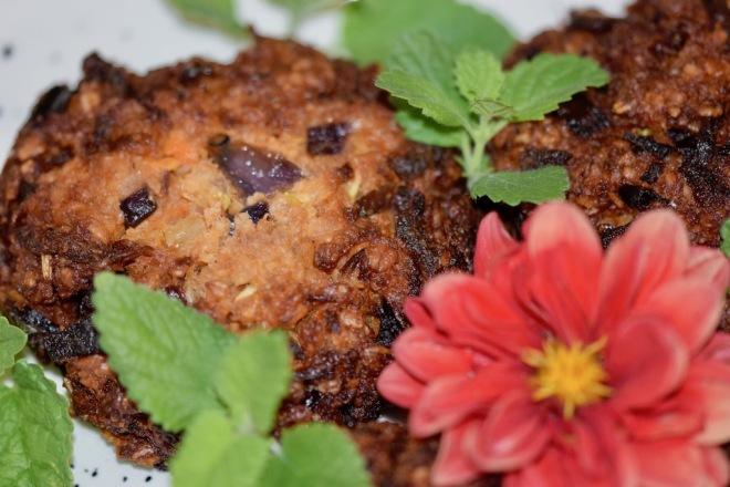Rezepte: Hauptgerichte: Knusprige Burger-Bratlinge - Nahaufnahme