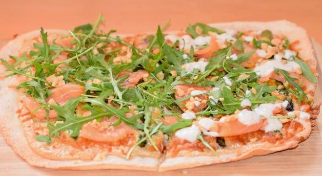 Rezepte: Hauptgerichte: Pizza Bianca mit Spargel und Lachs - ganze Pizza