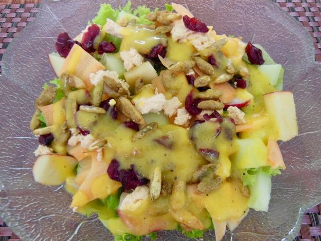 Rezepte: Salate & Dressings: Fruchtiger Salat mit Mango-Dressing