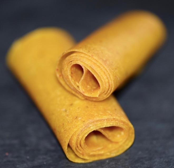 Tipps &Infos: Fruchtleder - eine gesunde Nascherei - Mango-Chili-Fruchtleder, aufgerollt