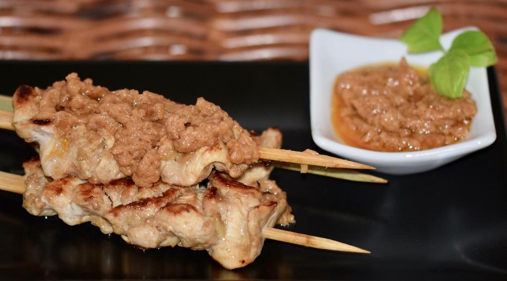 Saté-Spieße mit Erdnuss-Sauce