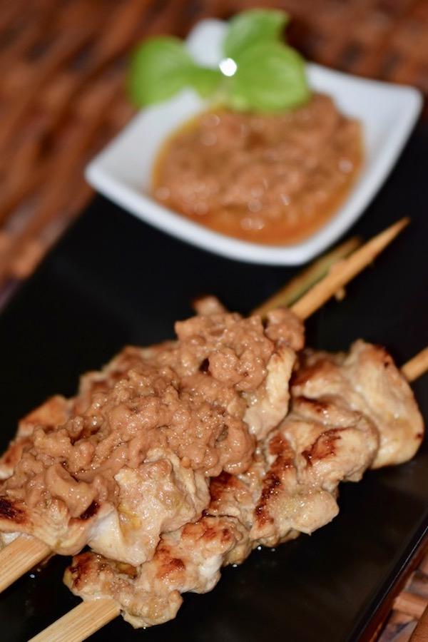 Rezepte: Kleinigkeiten: Saté-Spieße mit Erdnuss-Sauce