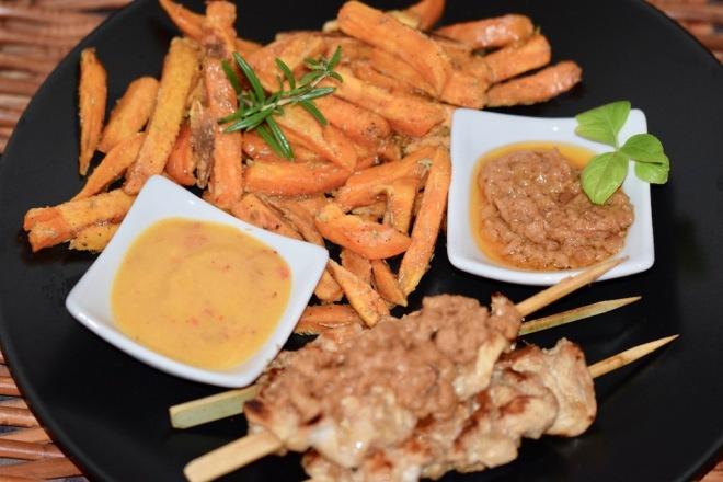 Rezepte: Kleinigkeiten: Süßkartoffel-Pommes und Saté-Spieße