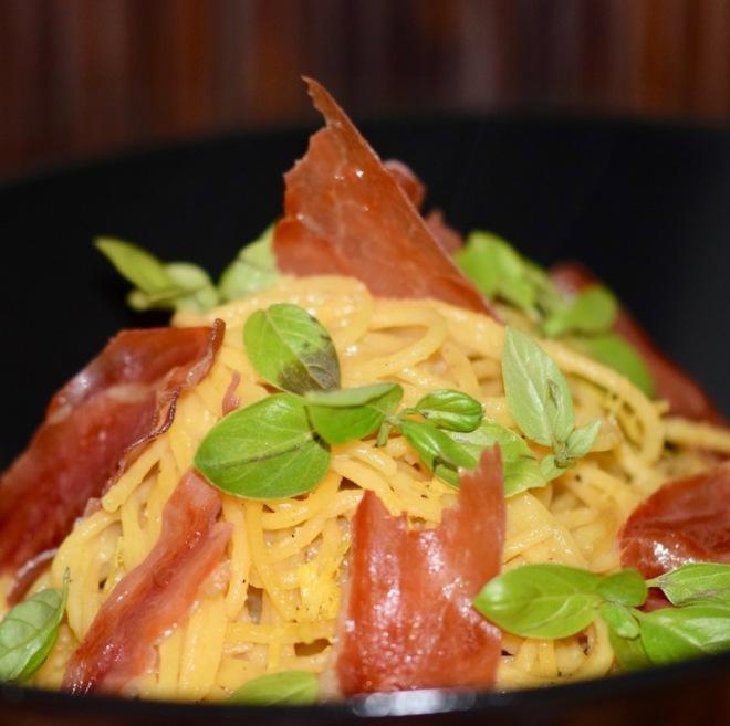Rezepte: Hauptgerichte: Spaghetti al limone mit Schinken und Basilikum - hochkant