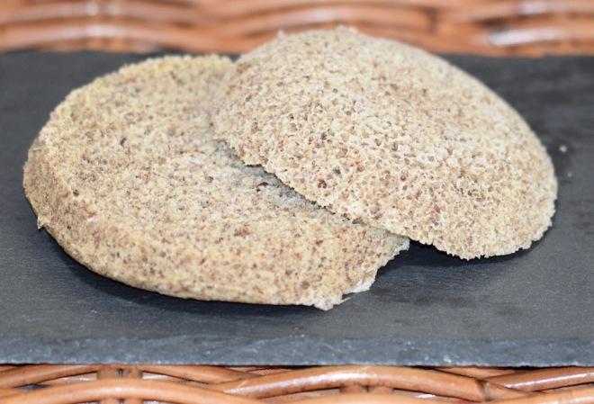 Rezepte: Kleinigkeiten: Tassenbrötchen mit Leinsamen aus der Mikrowelle - gluten- & milchfrei (ohne Belag)