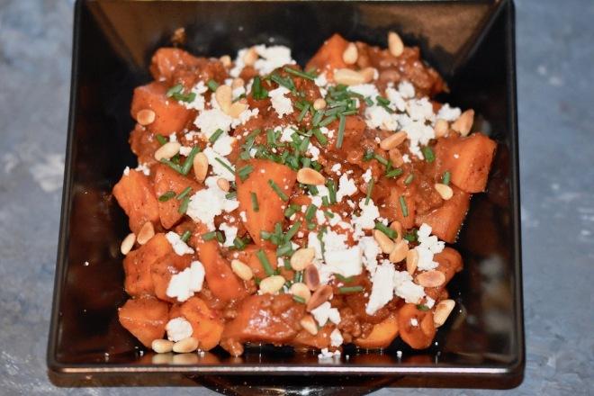 Orientalische Süßkartoffel-Hackfleisch-Pfanne mit Feta - klein