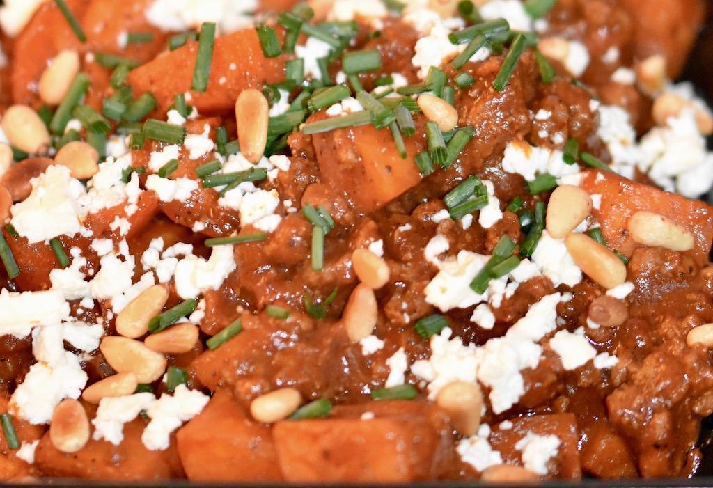Orientalische Süßkartoffel-Hackfleisch-Pfanne mit Feta