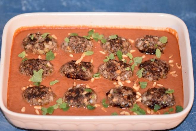orientalische Hackbällchen in Tomatensauce - Hackbällchen - orientalisch - glutenfrei Tomatensauce - Köfte - Kofta - Rezept - levantinisch - arabisch - Frikadellen - türkisch - milchfrei - Lamm - Rind
