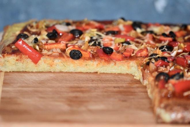 Kartoffelpizza - glutenfrei - mit rohen Kartoffeln - Rezept - vom Blech - Pizza - milchfrei - vegetarisch - ohne Teig - Kartoffelkuchen - herzhaft - pikant
