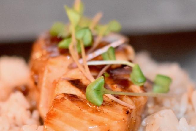 asiatischer Lachs in Ahornsirup glasiert - Lachs - asiatisch - glasiert - Ahornsirup - gebraten - Rezept - einfach - schnell - Marinade - Pfanne - glutenfrei - milchfrei
