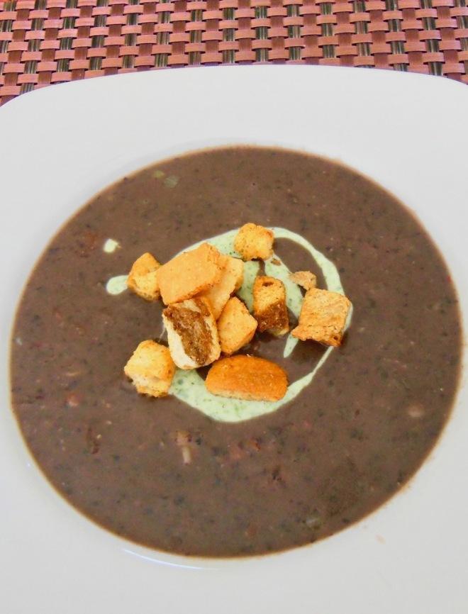mexikanische schwarze Bohnensuppe - Sopa de Frijoles Negros - Suppe - mexikanisch - Rezept - glutenfrei - milchfrei - mit Tomaten - mit Schinken - schwarze Bohnen - vegane Variante