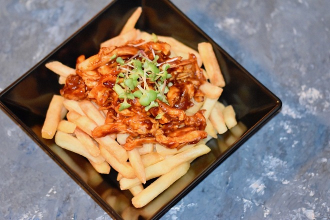 Poutine mit Pulled Chicken - Poutine - pulled chicken - Rezept - kanadisch - Kanada - Streetfood - Pommes frites - Québec - Fast Food - einfach - Pommes - selber machen - glutenfrei - milchfrei