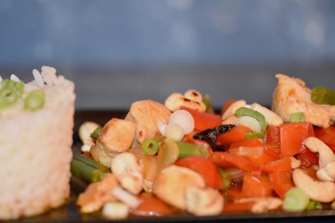 Thailändische Gemüse-Pfanne mit Huhn
