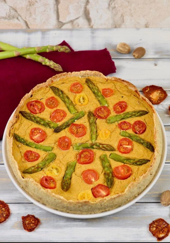 Gemüse-Quiche mit grünem Spargel - Gemüse-Quiche - Quiche - grüner Spargel - Spargel - Pilze - vegan - glutenfrei - Rezept - herzhaft - Brunch -Ostern