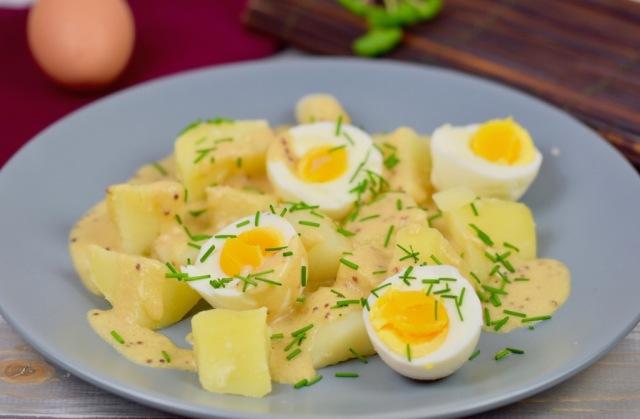 Schnelle Senfeier mit Kartoffeln