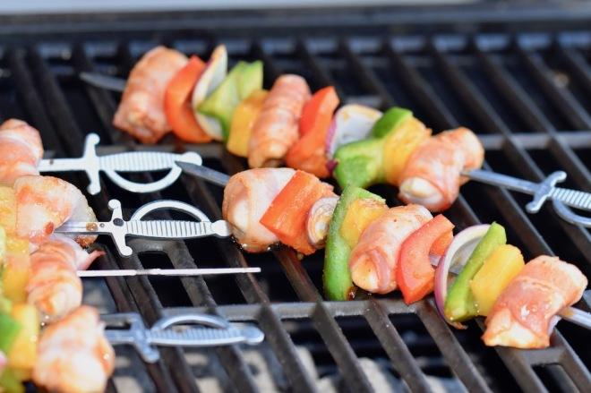 Grillspieße Hawaii mit Bacon und Ananas - Grillspieße - Hähnchenspieße - grillen - Huhn - Paprika - Marinade - Rezept - fruchtig - Barbecue - BBQ - Schaschlik - Fingerfood - glutenfrei - milchfrei - einfach - schnell